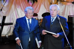 Акун Токтосартов (1941-2013)